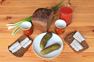 Картинка Натюрморт Огурцы Хлеб Сок Сало Стакан Чашка Еда