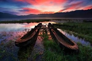 Картинки Индонезия Рассветы и закаты Озеро Лодки Небо Пейзаж Трава Tamblingan Lake Bali Природа