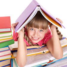 Обои Девочки Книга Улыбка Взгляд Руки Дети фото