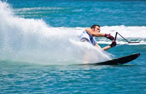 Картинки Серфинг Мужчины Брызги