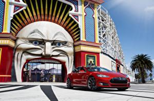 Фотографии Tesla Motors Красные Металлик 2012-14 Model S P85