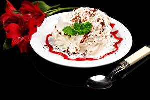 Картинки Сладости Мороженое Альстрёмерия Тарелка Черный фон Ложка Мята Продукты питания