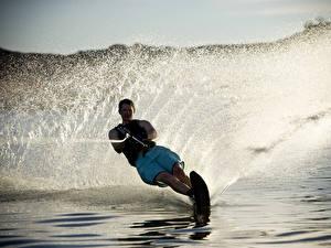 Картинки Мужчины Серфинг Брызги