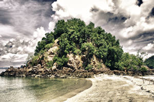 Обои Таиланд Побережье Скала Кусты Облака Природа фото