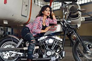 Фотографии Джинсы Рубашка Девушки Мотоциклы