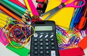 Фотографии Канцелярские товары Карандаши calculator
