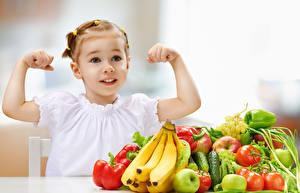 Картинки Фрукты Овощи Бананы Перец Помидоры Девочки Руки Дети