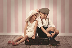 Фото Любовь Вдвоем Девочки Мальчики Шляпа Чемодан Дети