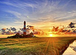 Обои Германия Рассветы и закаты Маяк Небо Пейзаж Траве Солнце Лучи света Vesterhever Природа