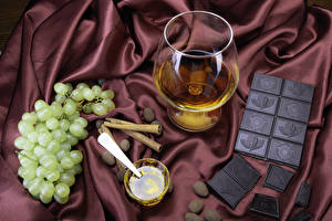 Обои Натюрморт Вино Виноград Шоколад Корица Шоколадная плитка Бокалы