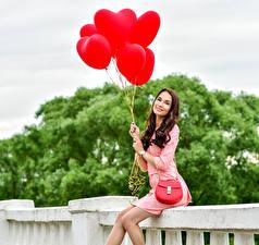 Обои Шатенка Улыбка Шарики Воздушный шарик Девушки фото
