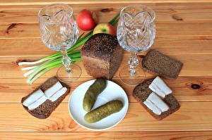 Обои Натюрморт Хлеб Огурцы Яблоки Сало Рюмка Двое Еда