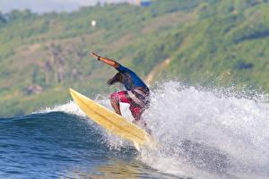Картинка Серфинг Мужчины Брызги Спорт