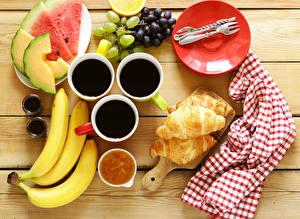 Обои Кофе Круассан Виноград Бананы Тарелка Чашка Еда фото