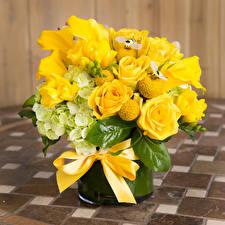 Картинка Букеты Розы Каллы Гиацинты Желтый Бантик