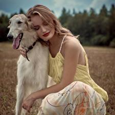 Фото Собаки Блондинка Борзые Russian hunting sighthound Девушки Животные