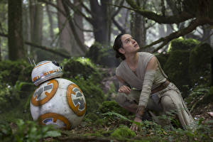 Обои Звездные войны Звёздные войны: Пробуждение Силы Дэйзи Ридли Робот Кино Девушки Знаменитости