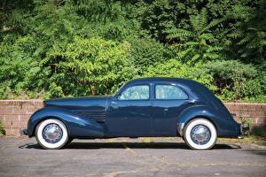 Картинка Винтаж Синий Металлик Сбоку Седан 1937 Cord 812 Westchester Sedan Авто