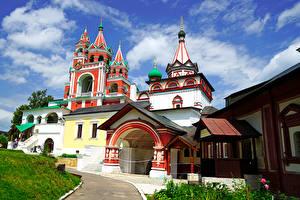 Картинка Россия Храмы Небо Церковь Holy Trinity Zvenigorod Moscow Oblast Города