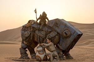 Обои Звёздные войны: Пробуждение Силы Техника Фэнтези Звездные войны Пустыни Роботы Rey Фэнтези Девушки