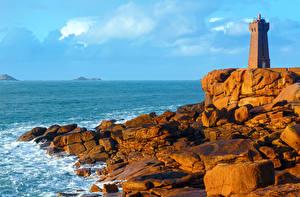 Обои Франция Побережье Маяки Море Камни Ploumanach lighthouse Brittany Природа фото