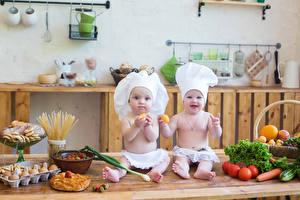 Картинка Овощи Младенцы Двое Повары Шапки Смотрит ребёнок