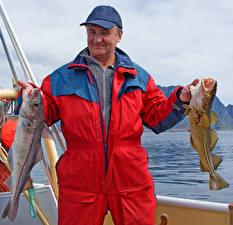 Картинки Рыбы Мужчины Рыбалка Бейсболка Животные