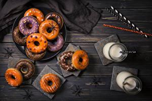 Обои Выпечка Хеллоуин Пауки Молоко Пончики Стакан Пища