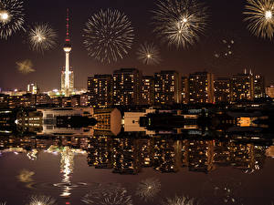 Картинка Фейерверк Дома Берлин Германия Ночью город