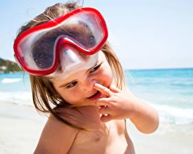 Обои Девочки Очки Пляж Взгляд Ребёнок