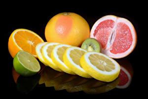 Картинки Цитрусовые Лимоны Апельсин Грейпфрут Лайм Черный фон Еда