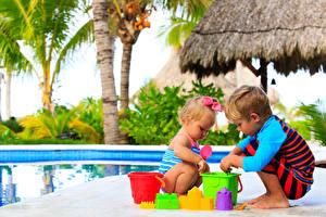 Обои Игрушки Вдвоем Мальчики Девочки Пляж Дети