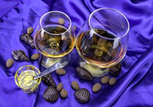 Фотографии Напитки Вино Конфеты Бокалы Еда