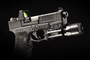 Обои Крупным планом Пистолеты Черный фон Glock Made in Austria Армия фото
