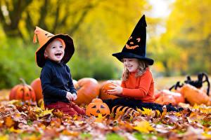 Фотография Хеллоуин Тыква Девочки Мальчик 2 Шапки Улыбается Смеется Радость ребёнок