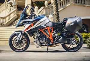 Картинка КТМ Сбоку 2016 1290 Super Duke GT Мотоциклы