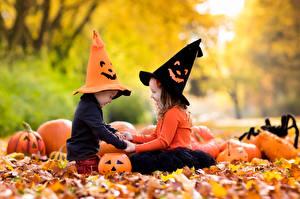 Обои для рабочего стола Тыква Хеллоуин Девочки Мальчишки Шляпе Лист Двое Дети