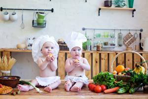 Картинка Овощи Грудной ребёнок Двое Повара Шапки ребёнок