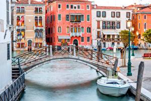 Обои Италия Дома Мосты Катера Венеция Водный канал Города