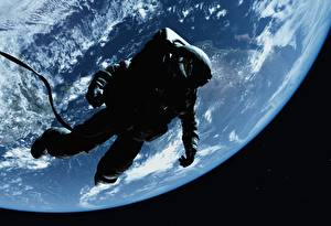 Обои Космонавты Поверхность планеты Космос фото