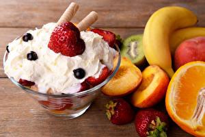 Фото Сладости Мороженое Фрукты Сливками Пища