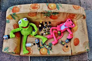 Картинка 2 Бутылка Диван Kermit the Frog and pink panther Юмор