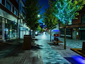 Фото Великобритания Здания Улица Ночь Дерево Lisburn Города