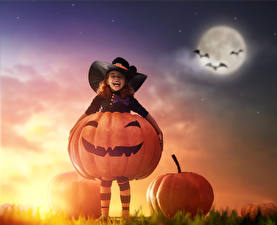 Обои Хэллоуин Тыква Девочка Шляпе Ночь Луной Улыбка Дети