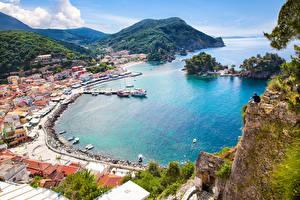 Обои Греция Побережье Дома Причалы Горы Сверху Parga port Города фото