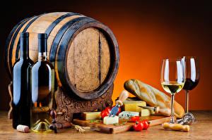 Картинка Натюрморт Вино Бочка Хлеб Сыры Помидоры Бутылки Бокал Еда
