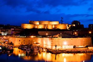 Обои Франция Крепость Речка Пристань Катера Марсель Ночь Уличные фонари Fort Saint-Jean Города