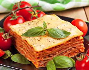 Обои Вторые блюда Помидоры Лазанья Листья Еда фото