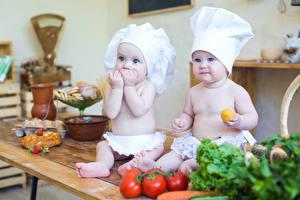 Фотографии Овощи Младенцы Двое Шапка Дети