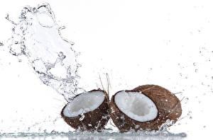 Картинка Кокосы Вода Белый фон Брызги Продукты питания